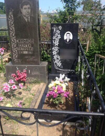 Гранитный памятник на могилу