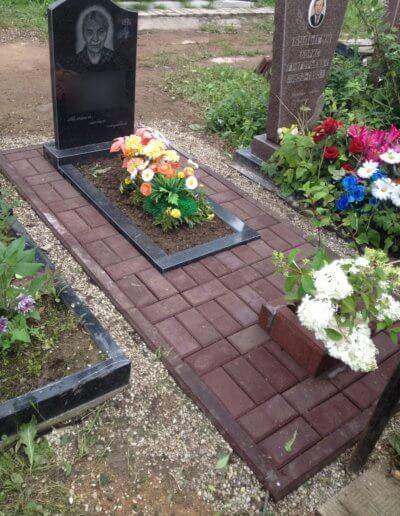 Благоустройство могилы брусчаткой